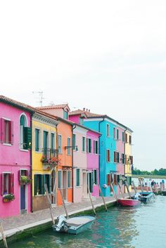 A Quick Guide to the Most Colorful Town in Europe: Burano, Italy