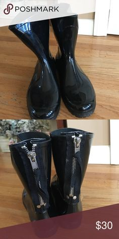 Patent rain boots! Zipper in the back! Short about calf height. Tag fell off but from Aldo. Worn a few times! Aldo Shoes Winter & Rain Boots