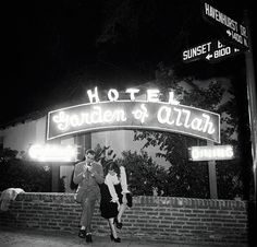 In Broadway star Alla Nazimova transformed her West Hollywood estate into the Garden of Allah Hotel, which also drew the likes of Greta Garbo, Laurence Olivier and the Marx brothers. Golden Age Of Hollywood, Vintage Hollywood, West Hollywood, Classic Hollywood, Hollywood Lights, Garden Of Allah, Retro, California History, Hotel California