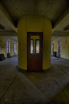 Constructions abandonnées. Inquiétantes pré-ruines...   Overchasm Lunatic Asylum by Justin Earsing