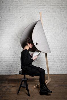 Pierre-Emmanuel Vandeputte est un designer belge, né en 1991 et diplômé en Design Industriel de La Cambre en 2014. Il a ouvert son propre studio la même année que sa résidence au MAD in Situ à Bruxelles. Voici Nascondino, une collection d'alcôves offrant à son utilisateur un moment d'intimité et de calme. Rappelant l'enfance, lors de parties de cache-cache, il délimite un nouvel espace pour se perdre dans nos pensées. À une époque où l'architecture et la société (loft, open space…)...