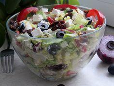 Kulinarne eksperymenty: Sałatka z fetą i suszonymi pomidorami
