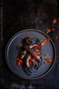Grilled octopus over squid ink pasta and tomato garlic sauce Viktorias Table Vi. Grilled octopus over squid ink pasta and tomato garlic sauce Viktorias Table Video Rezept Octopus Recipes, Fish Recipes, Seafood Recipes, Squid Recipes, Pasta Recipes, Grilled Squid, Grilled Octopus, Grilled Oysters, Food Design