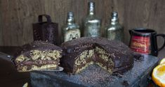 Dairy Free Chocolate Chip Cake by Greek chef Akis Petretzikis. A delicious, rich tasting chocolate cake without eggs or butter that is just perfect for Lent! Dairy Free Chocolate Chips, Chocolate Chip Cake, Greek Desserts, Party Desserts, Best Cake Recipes, Sweet Recipes, Vegan Recipes, Meals Without Meat, Cooking Cake