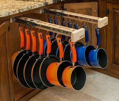 Now that's genius!  Not that my pans graduate in size perfectly like that but it's still genius.