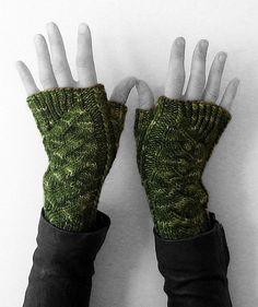 Ravelry: TWISTED wristers pattern by Alexandra Brinck