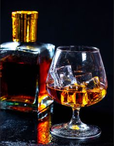Bourbon Whiskey Brands, Bourbon Liquor, Whiskey Drinks, Reference Photos For Artists, William Black, Best Bourbons, Wine Glass, How To Find Out, Alcoholic Drinks