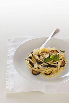 Spaghetti alla Carbonara di Zucchine e scaglie di Parmigiano