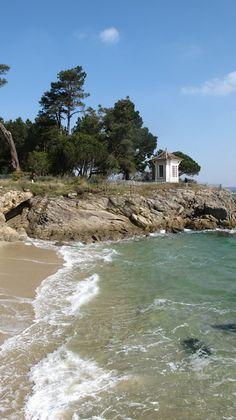 Bot-Conan, les eaux turquoise de Fouesnant et la pergola chic pour s'abriter du vent... © Esther B. - 03 avril 2013   Finistère Bretagne