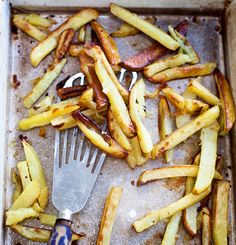 These chips, made from baking potatoes, are a classic family favourite. We& used beef-dripping in this tasty recipe. Crispy Chips, Cottage Pie, Chips Recipe, Oven Cooking, Fruit And Veg, Tray Bakes, Food For Thought, Barbecue, Tomatoes
