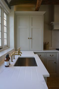 Shaker Style Kitchens, Home Kitchens, Shaker Kitchen Inspiration, Tree Interior, Old School House, Quality Kitchens, Bespoke Kitchens, Kitchen Dining, Dining Room