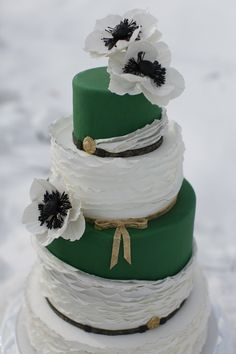 Emerald and gold wedding cake with ruffles // So many gorgeous ways to incorporate Baylor into your wedding!