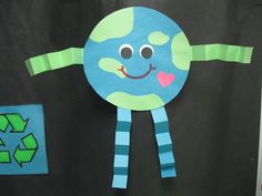 Litter bug poem This is a pretty simple arts & crafts activity that can be done on or around Earth Day. Discuss ways to help the environment with the children as they create their own planet Earth! Kindergarten Rocks, Kindergarten Crafts, Classroom Crafts, Preschool Projects, Preschool Crafts, Crafts For Kids, Earth Craft, Earth Day Crafts, Earth Day Activities