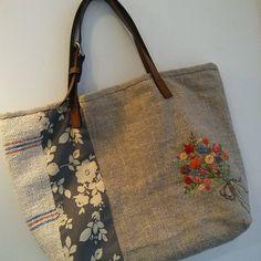 #Embroidery#stitch#needwork#hamp linen bag #프랑스자수#일산프랑스자수#자수#자수타그램#햄프린넨 가방 #어제 수놓은 꽃다발자수로, 햄프린넨빅 백 완성!~