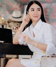 Filipino Fashion, Korean Fashion, Retro Fashion, Heart Evangelista Style, Classy Outfits, Work Outfits, Filipina Beauty, Girls Makeup, Elegant Outfit