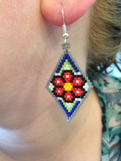 A forma di diamante fiore scuro orecchini - orecchini di vetro del branello di seme
