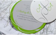 Faire part rond Envol vol Aviation Mariage creation sur mesure /// Wedding invitation by http://www.latelierdelsa.com/fr/6-faire-part-mariage-sur-mesure