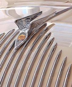 Classic Car News Pics And Videos From Around The World Retro Cars, Vintage Cars, Antique Cars, Pt Cruiser Accessories, Chrysler Airflow, Car Badges, Car Logos, Car Hood Ornaments, Car Head