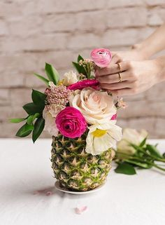 16 Design Ideas To Steal From Summer Weddings - 16 Design Ideas To Steal From Summer Weddings - Photos Extend this into fall for an Indian Summer wedding with a tropical flair. Why not place this on a vintage tablecloth and add vintage china? Pineapple Vase, Pineapple Centerpiece, Pineapple Flowers, Pineapple Ideas, Tropical Bridal Showers, Luau Bridal Shower, Modern Tropical, Deco Floral, Spring Wedding