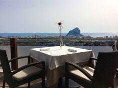 Dos platos a la carta y postre por 50€, con estas vistas inmejorables.  #Orobianco #OrobiancoCalpe #RestauranteOrobianco #OrobiancoRistorante #OrobiancoExperience #MomentosOrobianco #Calpe #Ristorante #ComidaItaliana #Gastronomía #RestauranteItaliano #RestauranteCalpe #EnricoCroatti #ComerenCalpe #RestaurantesCalpe #ExperienciaGastronómica #VistasPanorámicas