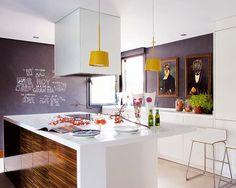 Codo a Codo Arquitectura Madrid remodel kitchen white zebrawood chalkboard modern classic