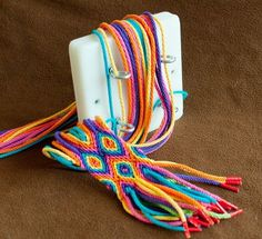 Making a Ply Split Braiding band with diamond pattern, by Diana de Visser Making a Ply Split Braiding band with diamond pattern, by Diana de Visser,wayuu boho bags Making a Ply Split Braiding band. Crochet Braids, Knit Crochet, Diy Braids, Mochila Crochet, Braids Band, Tablet Weaving, Micro Macramé, Boho Bags, Tapestry Crochet