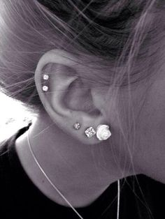 i want way more ear piercing..i love this