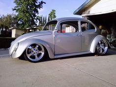 Este estilo surgiu na Califórnia - EUA em meados da década de 60. Ná época, a moda era os grandes carrões com seus motores V8 de alta cilind...