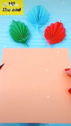 Fall Paper Crafts, Paper Flowers Craft, Paper Crafts Origami, Diy Crafts For Gifts, Origami Art, Diy Arts And Crafts, Flower Crafts, Christmas Crafts, Crafts For Kids