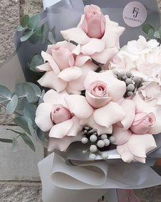 Beautiful Bouquet Of Flowers, Beautiful Flower Arrangements, Beautiful Roses, Pretty Flowers, Pink Flowers, Floral Arrangements, Flower Box Gift, Flower Boxes, Luxury Flowers