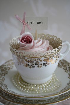 English Tea cupcake. This would be so cute for the brides maids!  great little keepsake from the wedding!