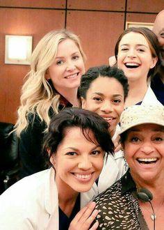 Greys Anatomy Funny, Greys Anatomy Cast, Caterina Scorsone, Grey's Anatomy Tv Show, Greys Anatomy Characters, Jessica Capshaw, Arizona Robbins, Dark And Twisty, Netflix