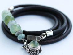 Bracelet en cuir avec Jade, lAmazonite, péruvienne opale et moss aigue-marine sur cordon de cuir naturel de 4mm. Conclusions en argent