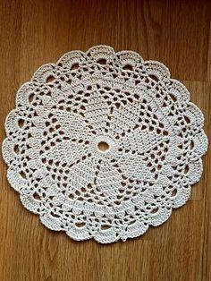 Mandala a crochet Free Crochet Doily Patterns, Crotchet Patterns, Crochet Mandala, Crochet Diagram, Crochet Designs, Crochet Stars, Crochet Round, Crochet Home, Thread Crochet