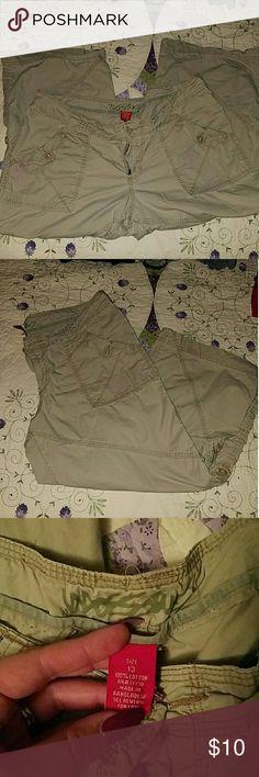 Khaki Capris Good condition Pants Capris