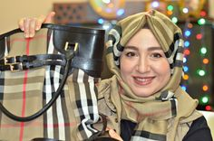 What's in my bag 2016? - What is inside in hijabi's bag?