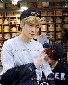 Everyone wants a taste of #Jaehyun. #NCT  #SMBoysGeneration