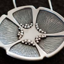 Semilla flor collar (seed flower necklace) by Lorenzo Pepe - so pretty!