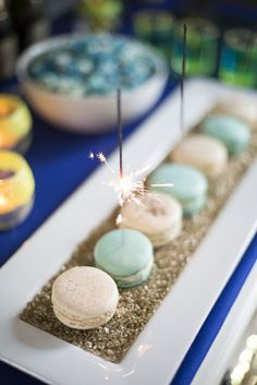 New Year's Eve Glitzy Sparkly Macarons - 15 Happy New Year's Eve Treats and Sweets | GleamItUp