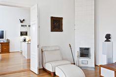 White tiled stove/Valkoinen kaakeliuuni White Tiles, Fireplaces, Stove, Oversized Mirror, Cabinet, Furniture, Home Decor, Fireplace Set, Clothes Stand