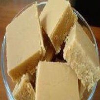 Doce de Leite de corte com Leite em Pó. 2 xícaras ( de chá) de leite ninho 4 xícaras (de chá) de açúcar 2 colheres (de sopa) de margarina sem sal 1 xícara (de chá) de água fria