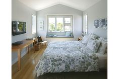 Master bedroom with built-in window seat    Best Remodeled Home – Fine Homebuilding's 2014 HOUSES Awards - http://www.finehomebuilding.com/houseawards/2014/best-remodel