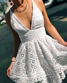 Prom dress | Dance dress | White lace | Pin: Heatonminded