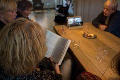 Een leesclub in actie, met de discussie-video's van Honolulu King. King Book, Club
