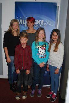 Urška Žižek je v Mali radio povabila učence 5. razreda Osnovne šole 1 iz Murske Sobote: Lino Fefer, Etjana Podleska in Lano Horvat, ki so se z mentorico Moniko Krančič udeležili tekmovanja v televizijski oddaji 1,2, oder 3 v Münchnu.