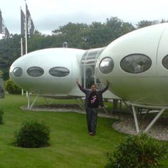 I've never seen two Futuro houses that were linked to create a bigger house... Cool!