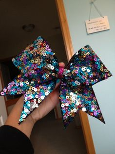 love this cheer bow!