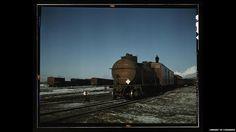 """""""North Western Refrigerator Line"""". El pie de foto de la biblioteca dice: """"un guardafrenos viaja sobre el tren para dar indicaciones al maquinista, C RR, Chicago, Illinois""""."""
