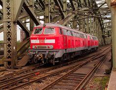 218 837-3 und 218 813-4 auf der Kölner Hohenzollernbrücke. | Flickr - Photo Sharing!