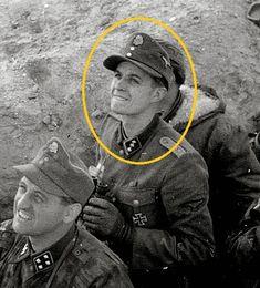 Herbert Otto Gille & Hermann Kaufmann at the frontline. Ww2 German, German Soldiers Ww2, German Army, Hermann Kaufmann, Cross Of Iron, Army History, Propaganda Art, German Uniforms, Normandy